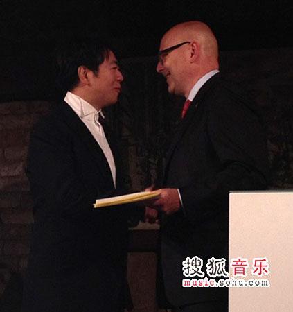 中国钢琴家朗朗荣获德国最高荣誉(双语)