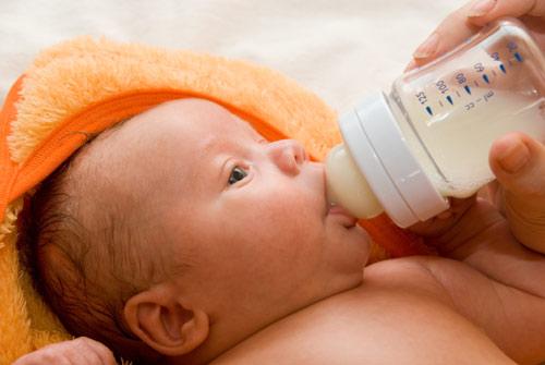 """""""婴幼儿奶瓶""""安全标准发布"""