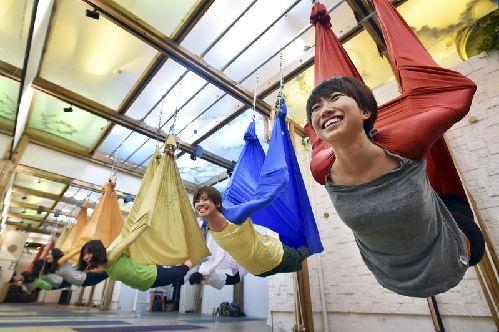 日本流行空中瑜伽