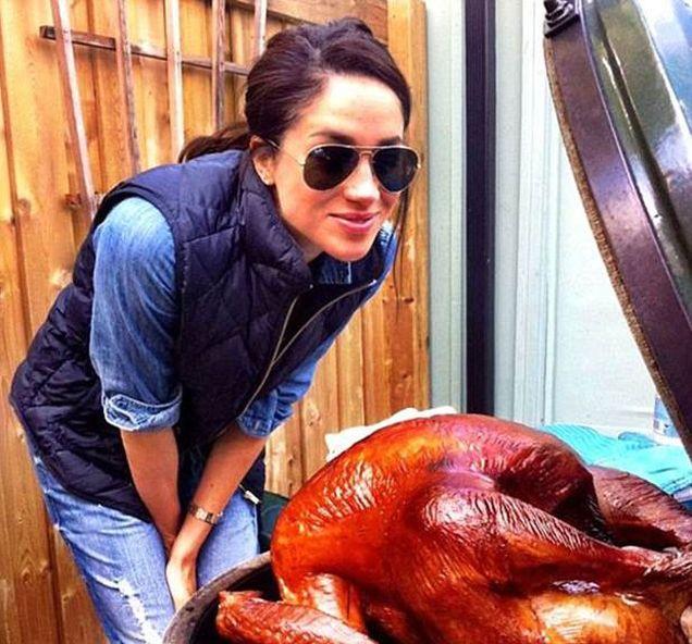 梅根为阿奇的第一个感恩节准备了大餐