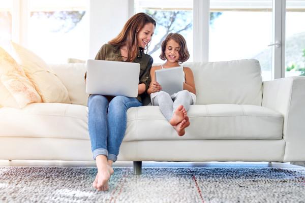 女性越来越多地把钱花在科技上,而不是衣服上