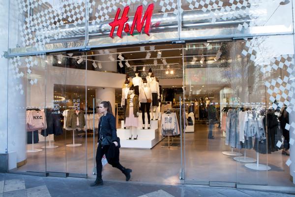 H&M将允许特定用户在旗舰店租衣服