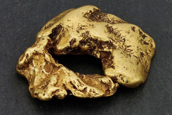 寻宝者在苏格兰河床发现价值10万美元的22克拉金块