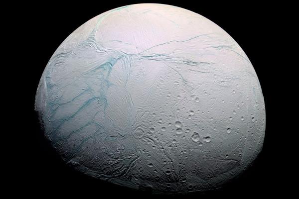"""科学家解开土星卫星恩克拉多斯上的""""虎纹""""之谜"""