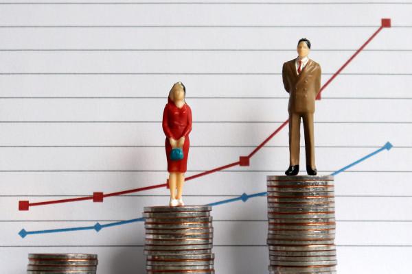 """研究发现,""""拉关系""""加剧了男女之间的收入差距"""