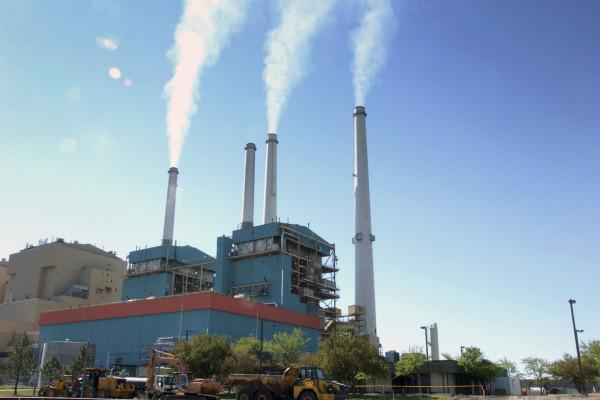 蒙大拿州的一家火力發電廠關閉了四家中的兩家