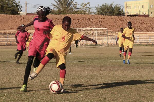 蘇丹婦女一邊挑戰宗教信仰,一邊追逐足球夢想