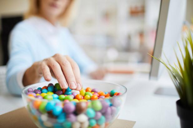 科学表明,你对糖分的渴望归咎于睡眠不足