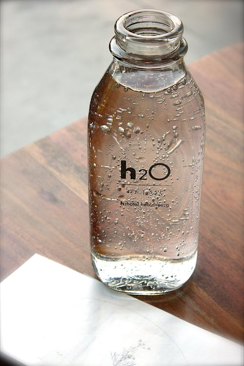 我们到底需要喝多少水?