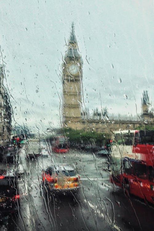 从周六开始,英国度假者可以出国旅游