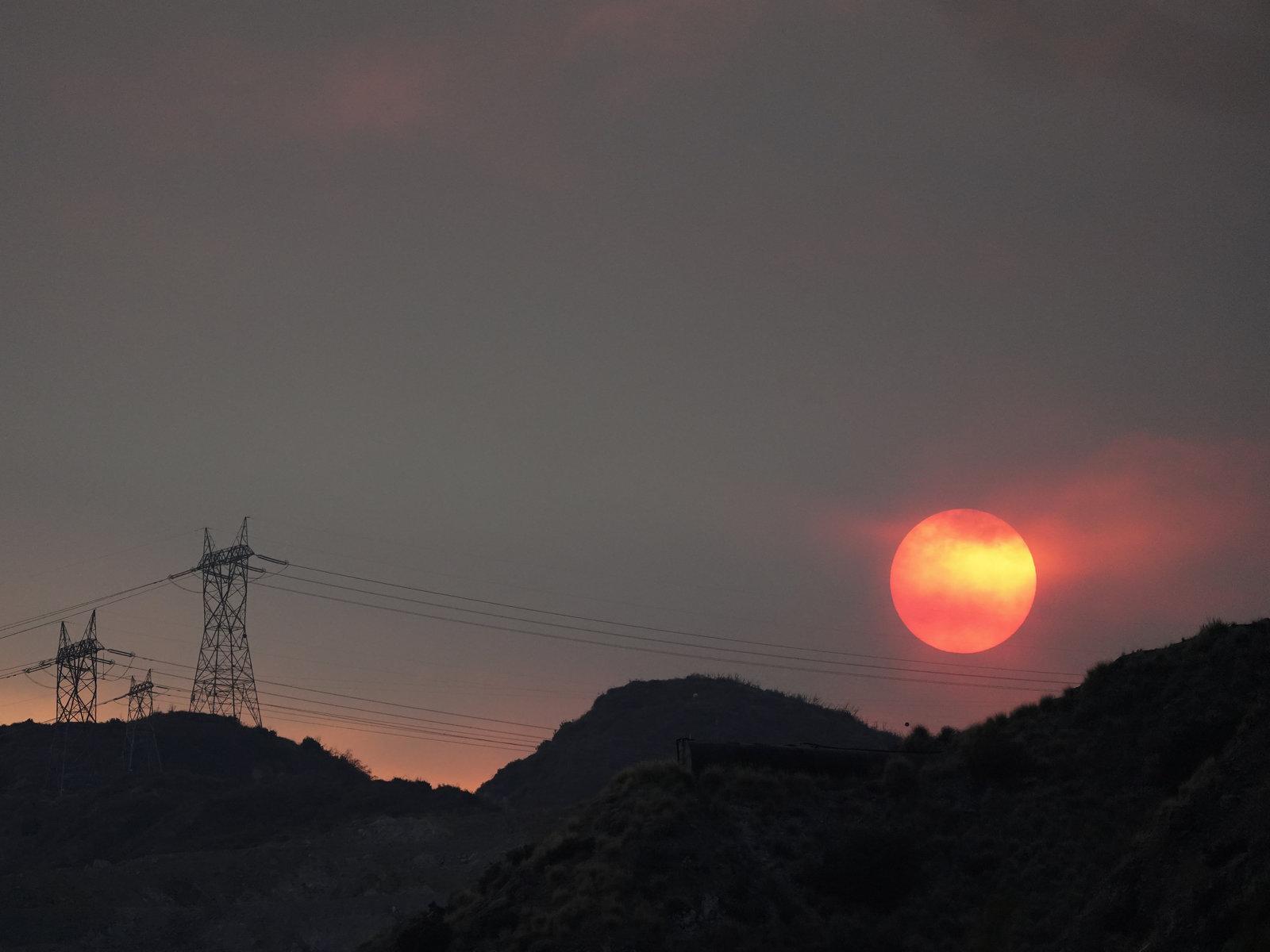 热浪炙烤美国西部,加州自2001年以来首次实行轮流停电