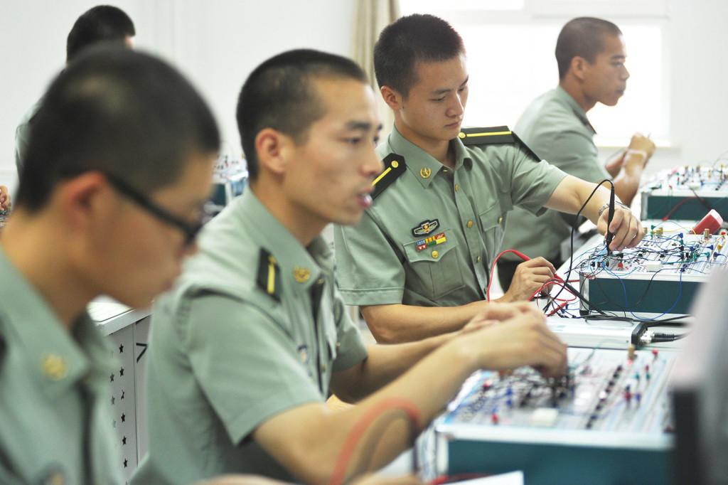 首次面向普通高校毕业生直招士官 涉及外语等多个专业