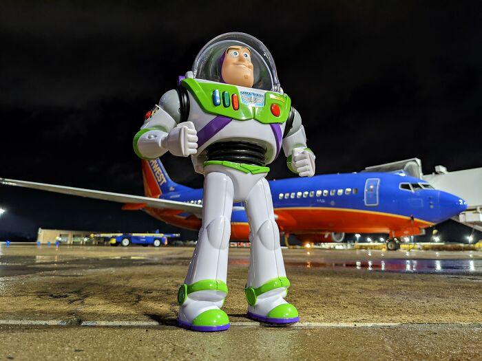 航空公司為兩歲的哈根歸還了丟失的巴斯光年