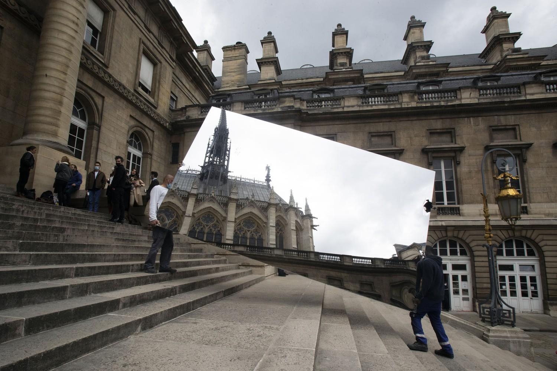双语看图:镜中教堂