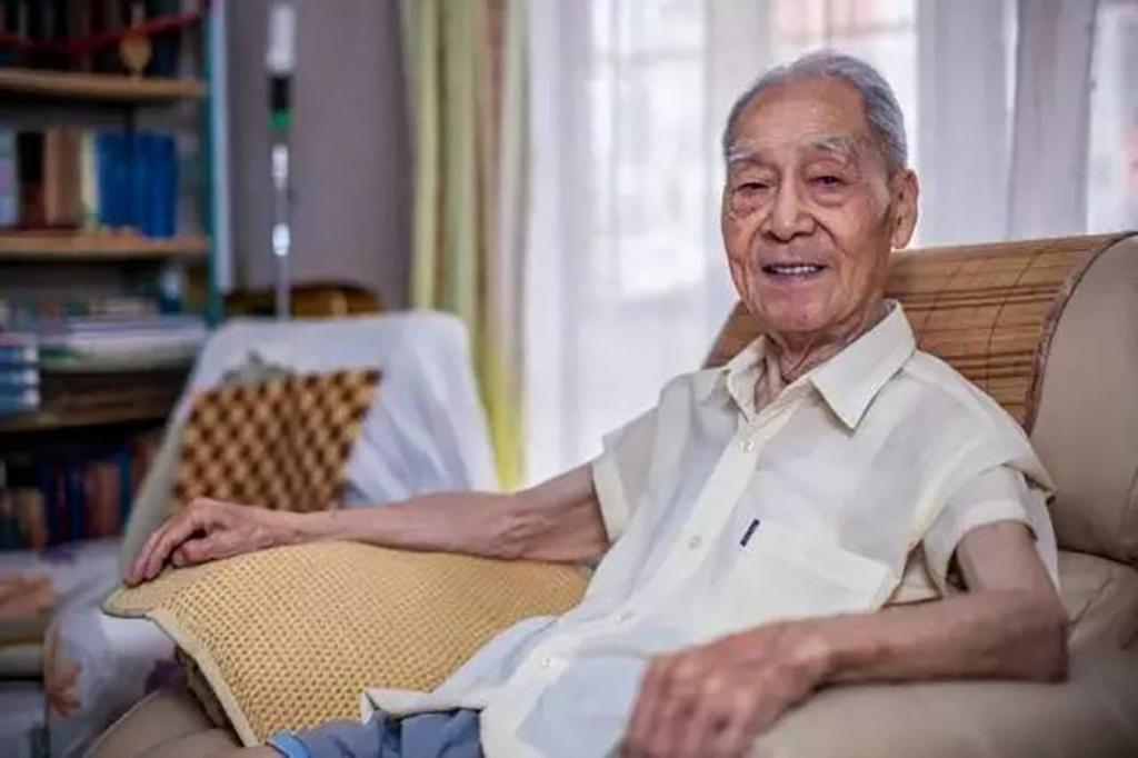 中国翻译界泰斗许渊冲去世 享年100岁